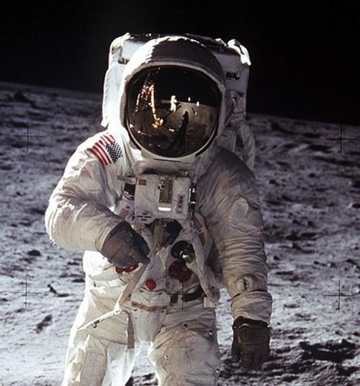 MOON NIGHT Llegada-luna-525x564