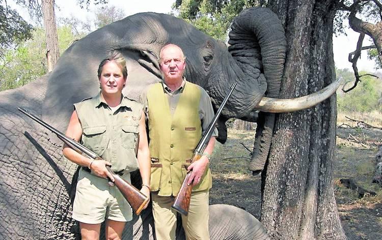 Y ahora está pasando? El-rey-juan-carlos-cazando-elefantes-en-africa