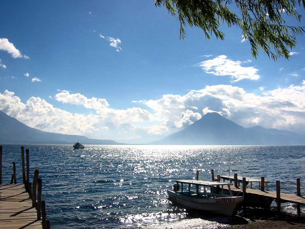 El lago Atilan Wallpaper_Guatemala_Lago_Atitlan_p78.de