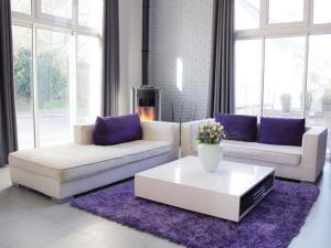[Habitation] Purple Spirit Photo-decoration-deco-salon-gris-blanc-violet-5