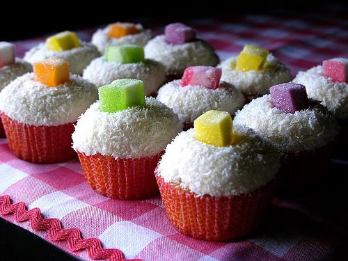 Ako ste gladni ili zedni svratite - Page 3 Cupcakes6