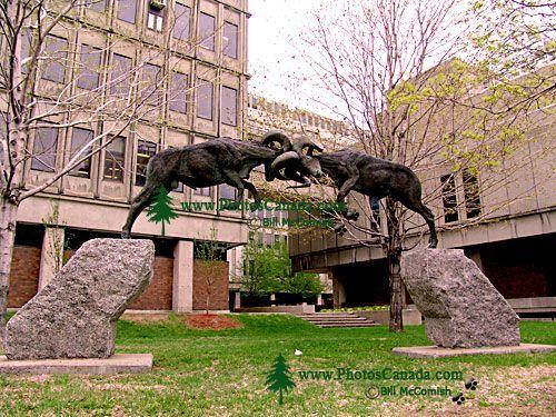 Čudne statue širom sveta - Page 6 Mcgill_s_university_sculptu