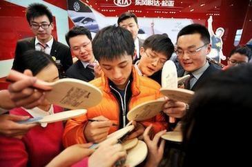 ВСЕ О ВЕЛИКОМ Zhang Jike (ЖАН ЖИКЕ) и его лучшие матчи - Страница 2 Jike78-365x242