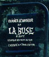 CORSAIRES ET PIRATES La-buse-tombe-pf