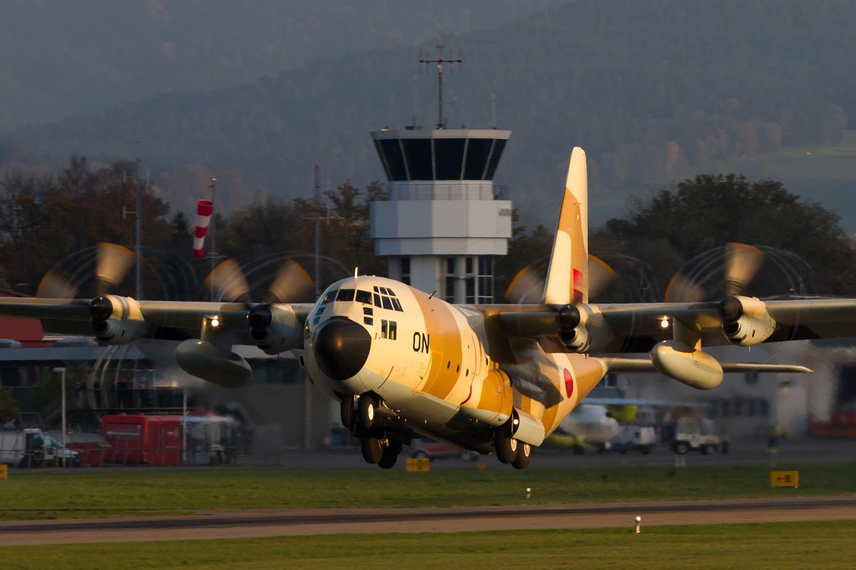 FRA: Photos d'avions de transport - Page 20 30