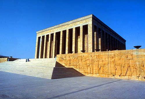 Projet de mausolée ?  Mausolee_ataturk