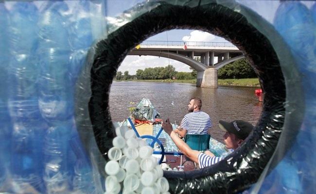 Construyendo un barco de botellas de plástico Source-JGXgRhnkR7