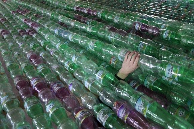 Construyendo un barco de botellas de plástico Source-WlfG6Q6UoL