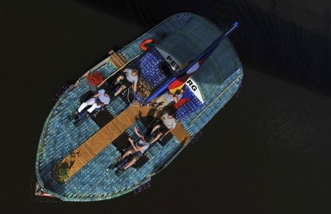 Construyendo un barco de botellas de plástico Source-rkj6TcXp62