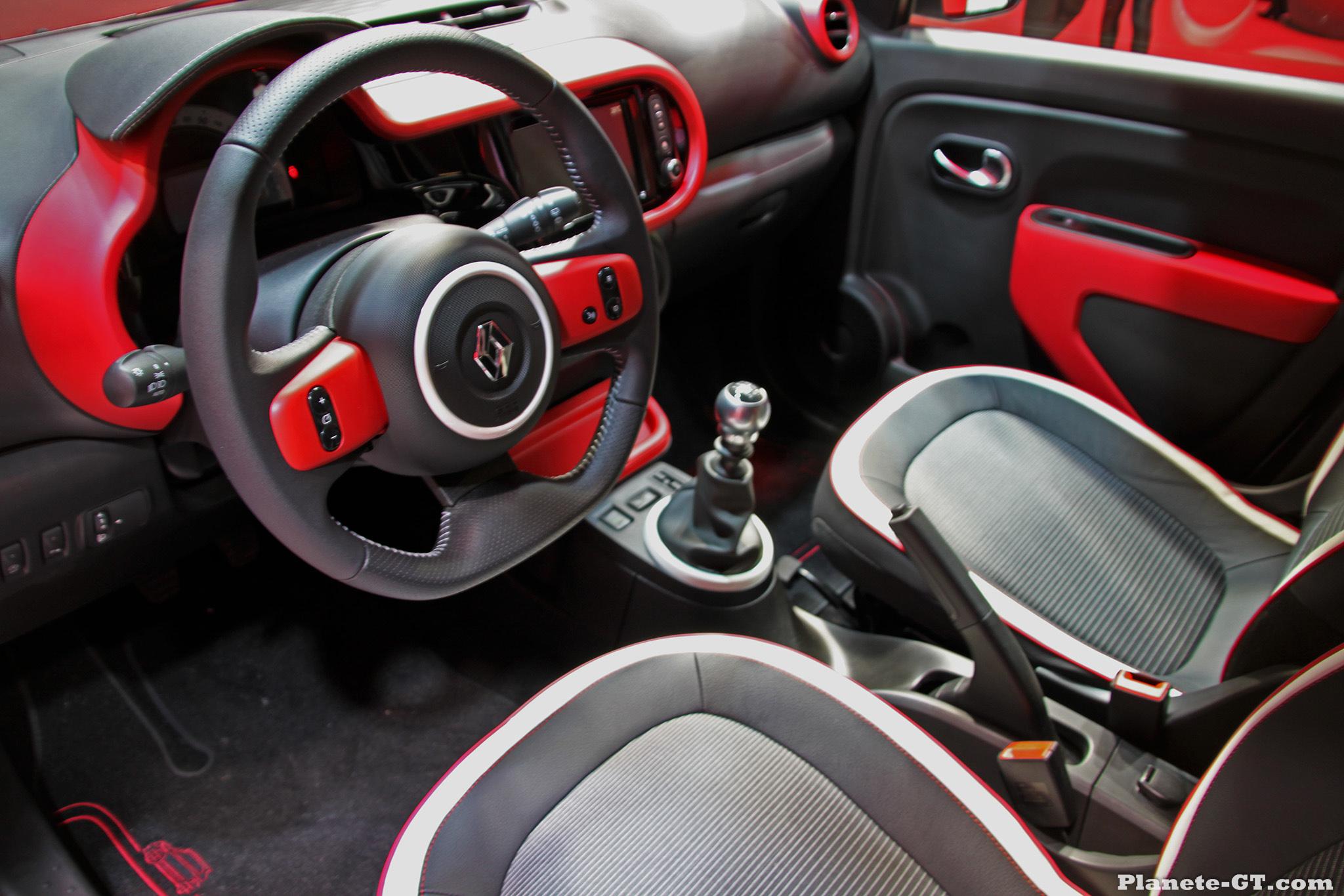 Renault Geneve-2014-Renault-Twingo-3-Interieur-01