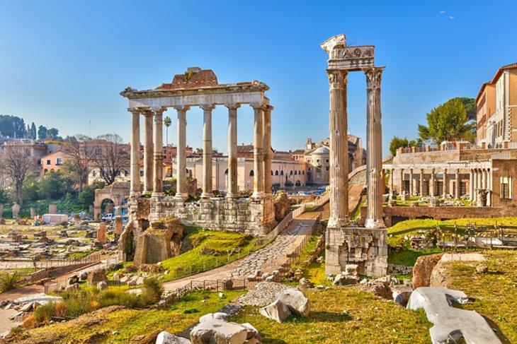 Italija - Page 2 Italy-roman-forum-walkway