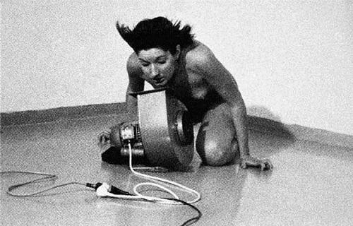 Umjetničke instalacije, performansi Marina-Abramovic