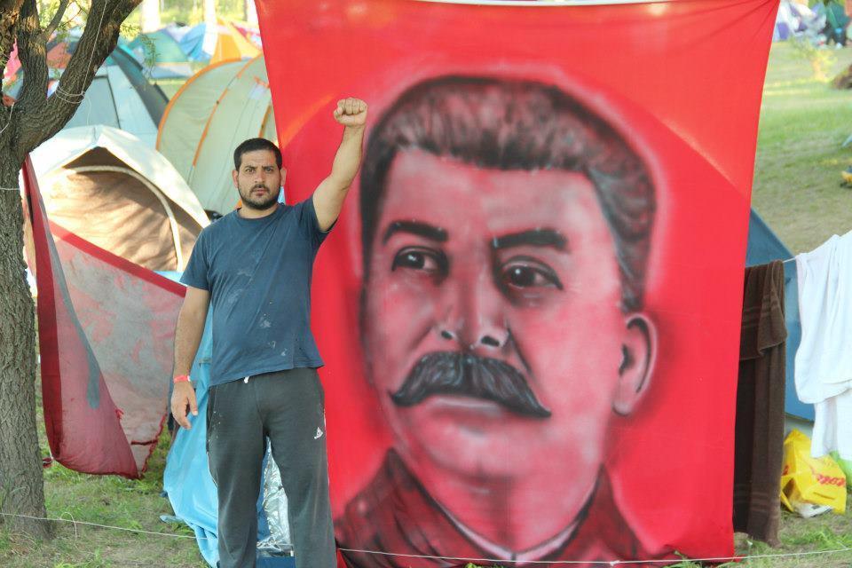 SEGÚN EL PCCE EL FUTURO DEL COMUNISMO ES LA CRISTI Stalin-campamento