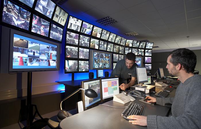 Logiciels mouchards, métadonnées, réseaux sociaux et profilage : comment l'État français nous surveille... Surveillance
