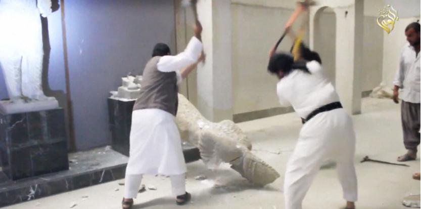 Vidéo Choc : A coups de masse, les djihadistes de l'EI détruisent des reliques archéologiques 13743899