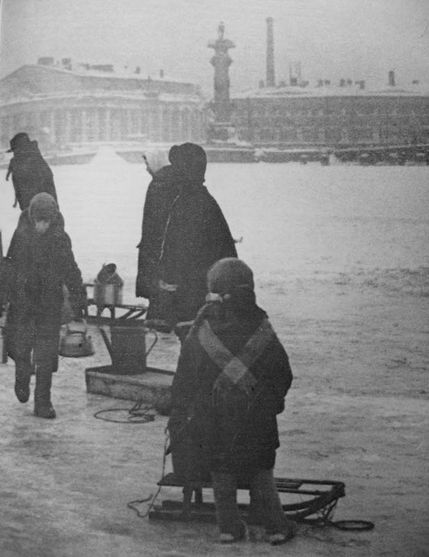 В России отмечают годовщину полного снятия блокады Ленинграда B19
