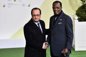 Comment Idriss Déby fait plier la France pour garantir son trône?  Holland-D%C3%A9by-300x200