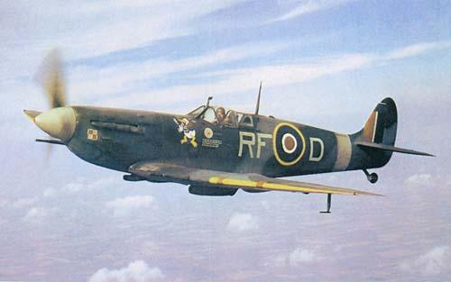 Airfix 1/72 de Havilland Mosquito MkXVIII+Spitfire MkVb Donald_color