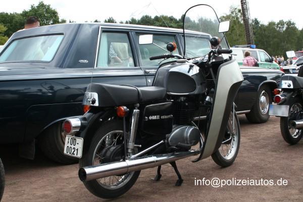 MZ Volkspolizei (VP) IFAMZ250EskortVoPo02