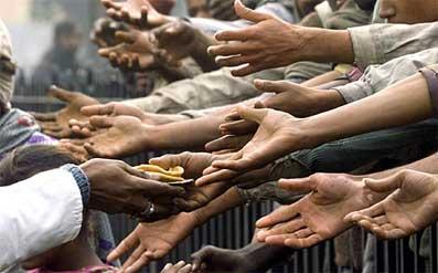 Aiutando gli altri...... Mani-aiutare-gli-altri-Dio