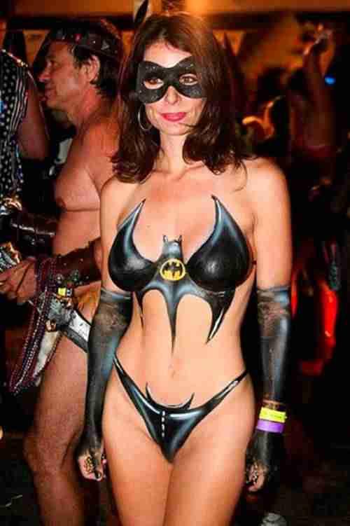 Chicas Forovinotinto IV - Página 19 Batichica-body-paint-sensual-halloween