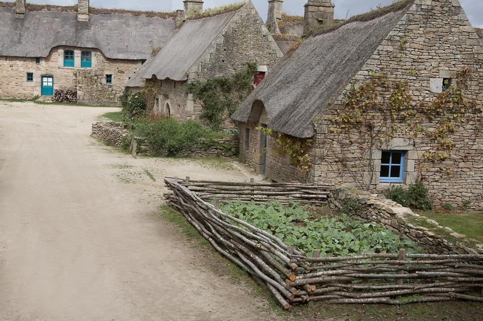 Quiberon, sa côte, ses chouans, ses bastons - Page 5 Village2