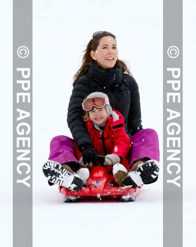 Mary y Frederik - Página 25 PPE14021410