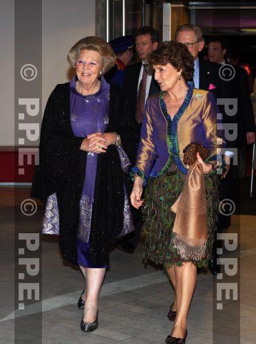 La reina Beatrix y su familia - Página 2 08011941