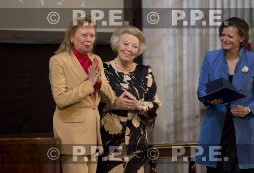 Princesa Beatrix Wilhelmina Armgard van Oranje-Nassau PPE13061837