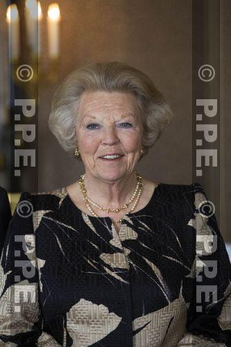 Princesa Beatrix Wilhelmina Armgard van Oranje-Nassau PPE13061839