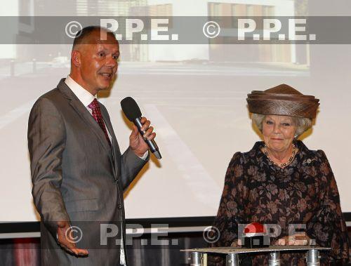 Princesa Beatrix Wilhelmina Armgard van Oranje-Nassau - Página 2 PPE13110531
