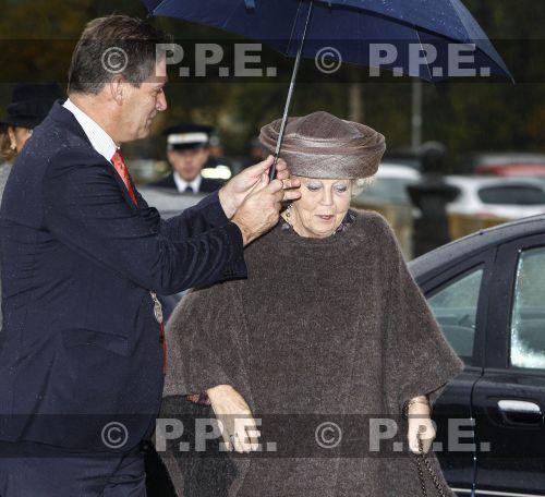 Princesa Beatrix Wilhelmina Armgard van Oranje-Nassau - Página 2 PPE13110534