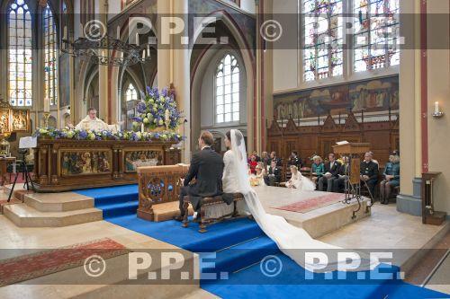 Boda religiosa de Jaime de Borbón-Parma y Viktória Cservenyá - Página 2 PPE13100604