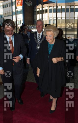 Princesa Beatrix Wilhelmina Armgard van Oranje-Nassau - Página 2 PPE13103002