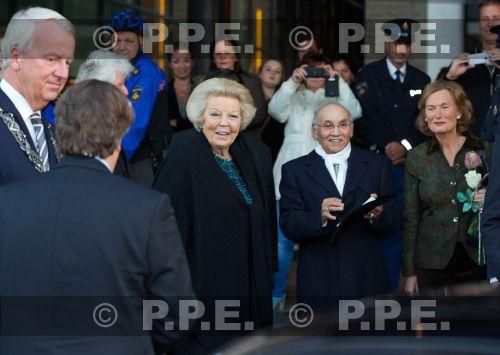 Princesa Beatrix Wilhelmina Armgard van Oranje-Nassau - Página 2 PPE13103008