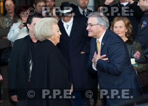 Princesa Beatrix Wilhelmina Armgard van Oranje-Nassau - Página 2 PPE13103016