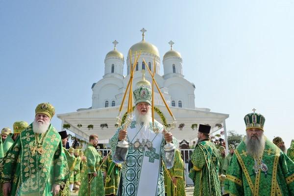 Православная Церковь - новости - Страница 4 Patriarh-v-Diveeve-600x400