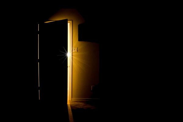 La Puerta Cerrada (Gea desde el Caos) Puerta-entreabierta