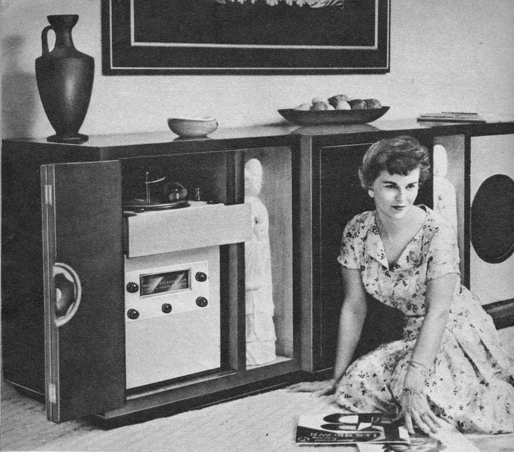 """Efeito WAF """"The Golden Age of Hi-Fi (ladies-of)"""" OnFloor_LargeConsole-1024x900"""
