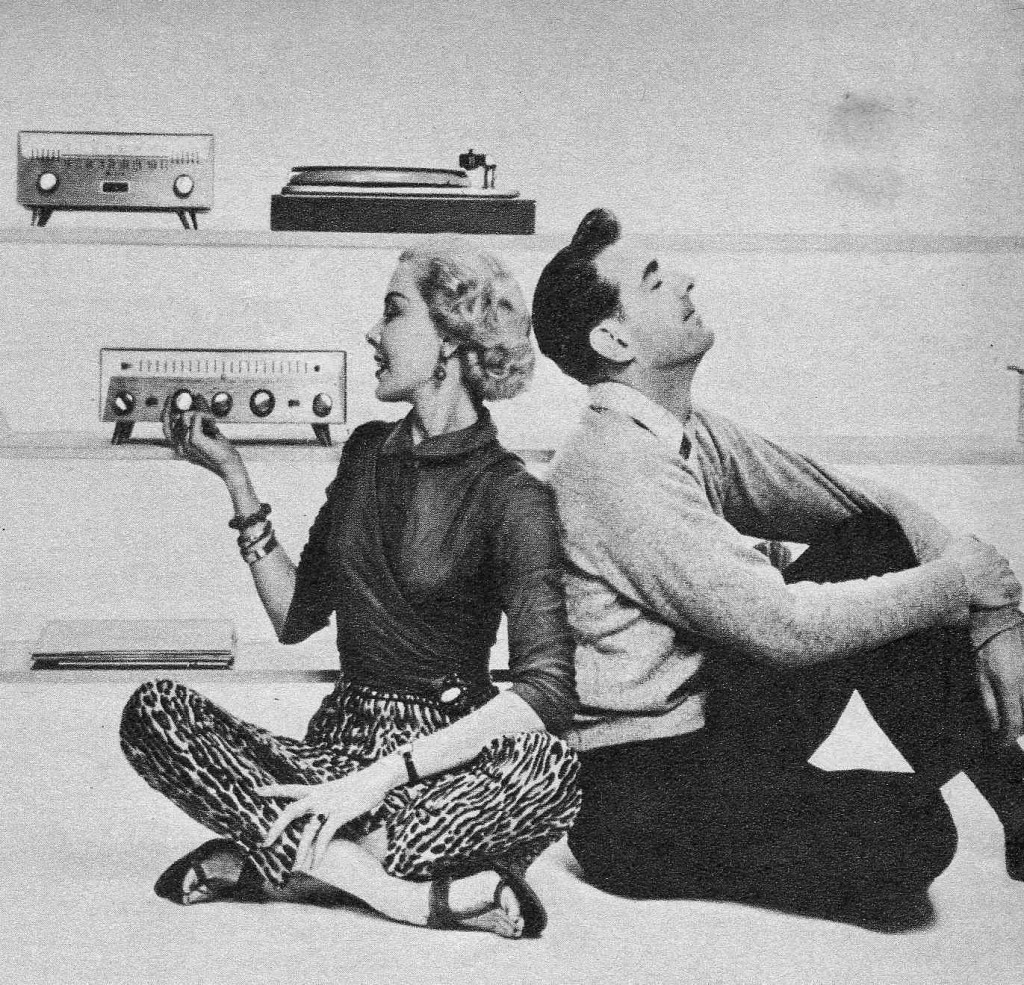 """Efeito WAF """"The Golden Age of Hi-Fi (ladies-of)"""" OnFloor_wHusband-1024x985"""