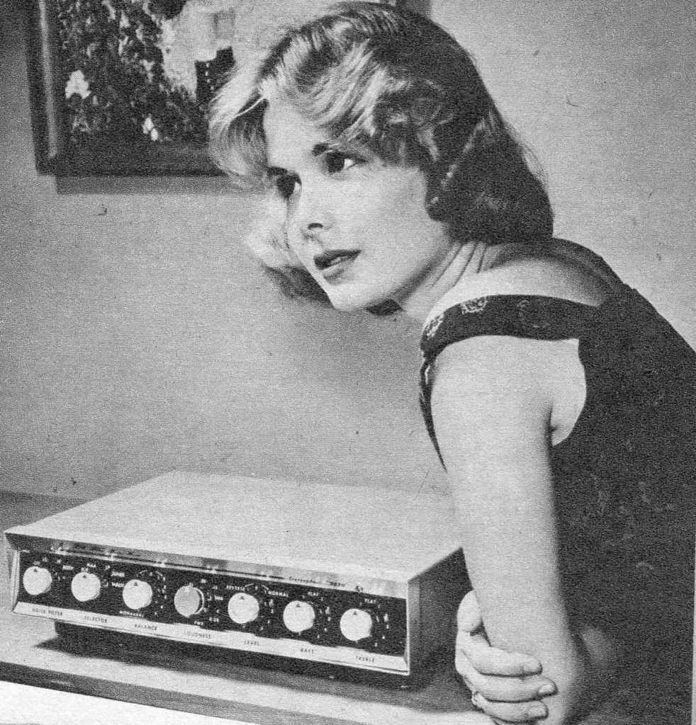 """Efeito WAF """"The Golden Age of Hi-Fi (ladies-of)"""" Seated_amp-982x1024"""