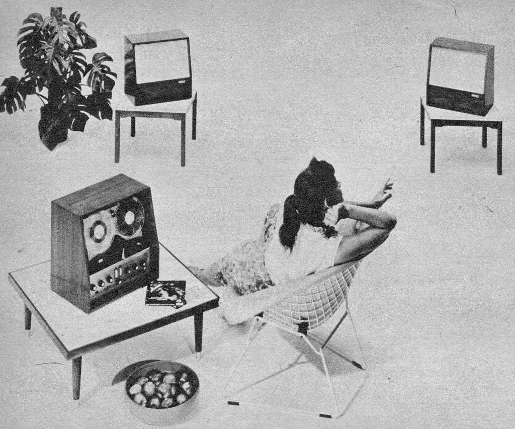"""Efeito WAF """"The Golden Age of Hi-Fi (ladies-of)"""" Seated_stereoSetup1-1024x853"""