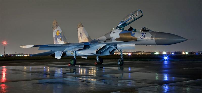 Avions Militaires pour civiles Su27-Night-Ramp-800