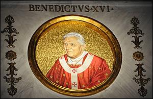 Médaillons des papes: il en reste plusieurs après Benoît XVI Benoit-xvi