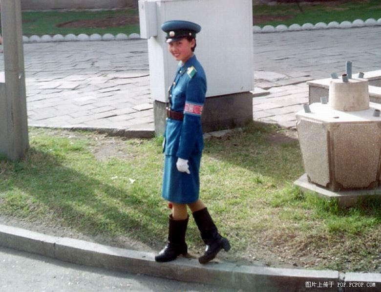 Traffic Women in older style uniforms Iga_0010