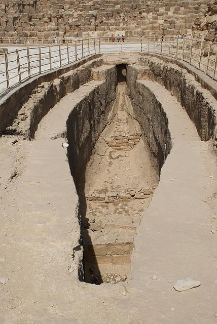 El futuro ya es el presente. - Página 2 Giza-boat-pit-1