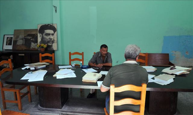 Cuba eliminó 140.000 empleos estatales en 2011 y prevé otros 110.000 este año 4537790w-640x640x80