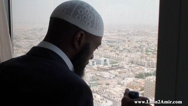 من الغناء والشهرة ... إلى السجود والصلاة قصة إسلام مطرب أمريكي   1261178053amir_1