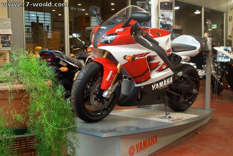 Yamaha YZF-R7 Yamaha%20YZF%20R7%20Punto%20Moto%202