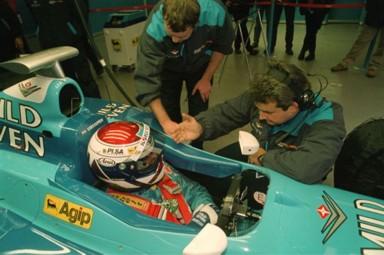 [F1] Max Verstappen, le plus jeune pilote F1 de l'histoire - Page 3 Jos_Benetton_test_1998_1%20(2)